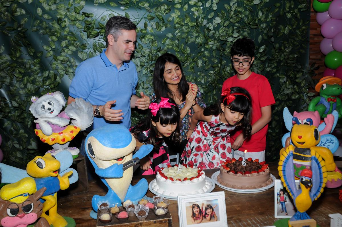 final de festa no Buffet A turma do Haroldo, Higienópolis, SP festa infantil Beatriz e Marina 6 anos