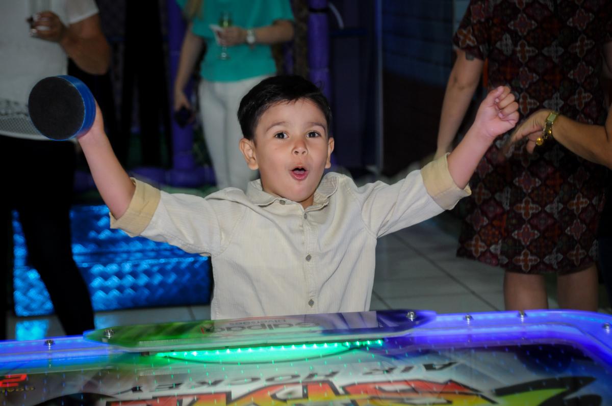 comemoração de gol na aniversário infantil, nathália 2 anos,tema da mesa branca de neve, buffet magic joy, moema, sp