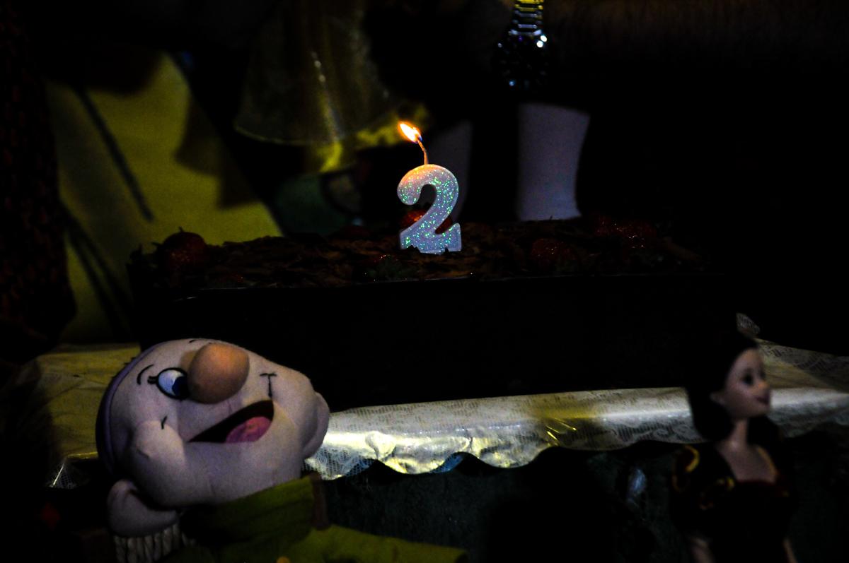 bolo de aniversário na aniversário infantil, nathália 2 anos,tema da mesa branca de neve, buffet magic joy, moema, sp