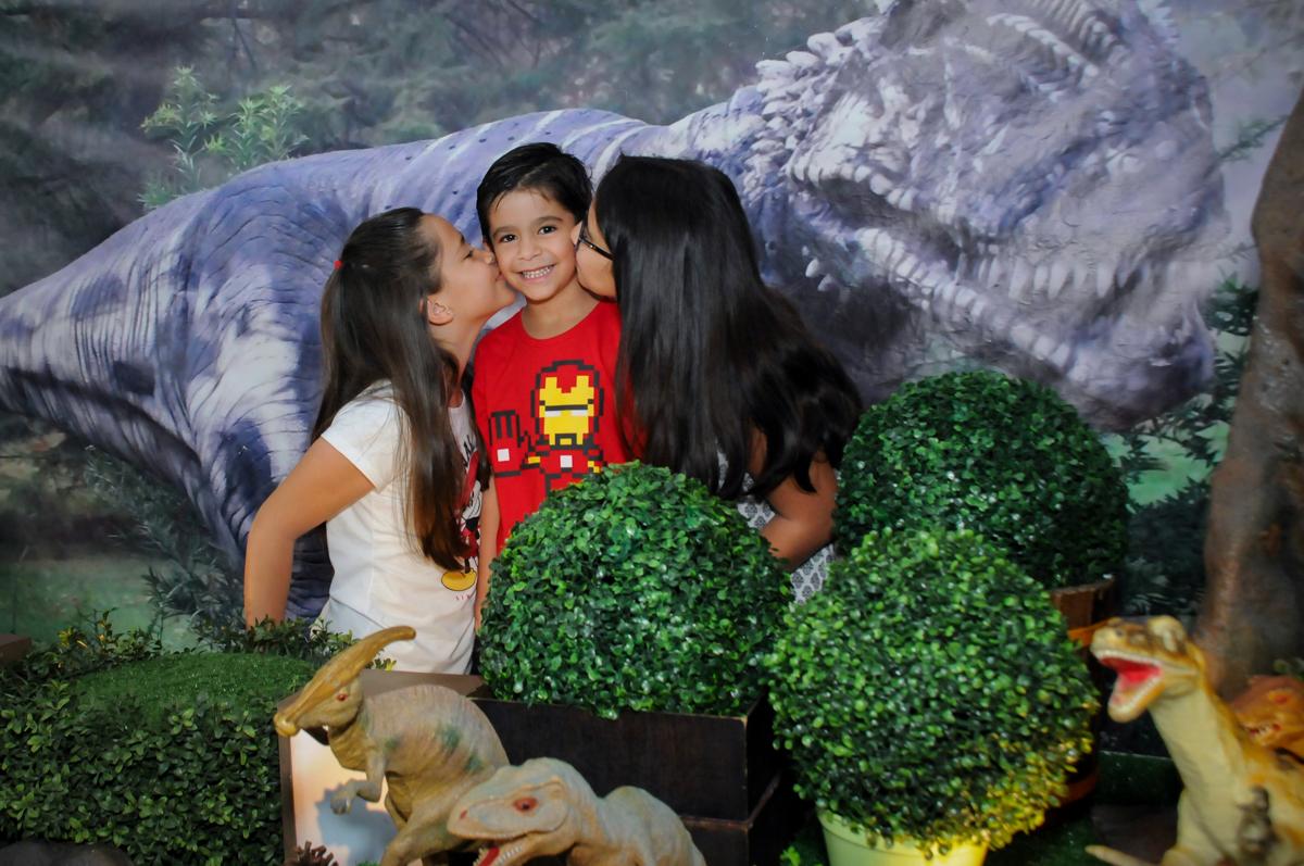 beijinho sanduiche das irmãs no Buffet Paparicos, festa infantil, tema da mesa dinossauros, guilherme 5 anos