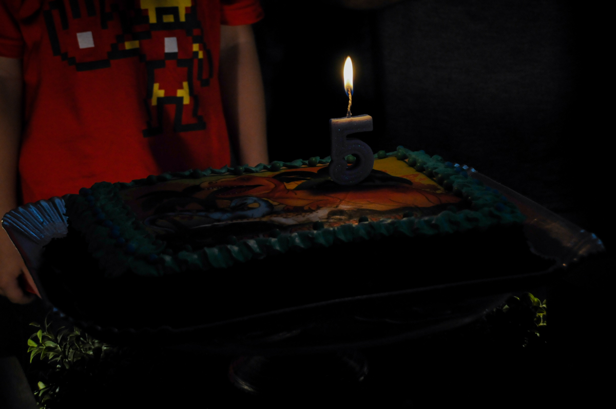 bolo de aniversário no Buffet Paparicos, festa infantil, tema da mesa dinossauros, guilherme 5 anos