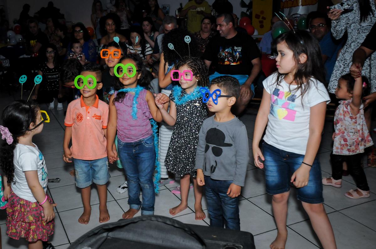 chegou a hora da balada na festa infantil,aniversário de eduardo 5 ano, buffet fábrica da alegria,osasco,sp,tema da mesa os vingadores