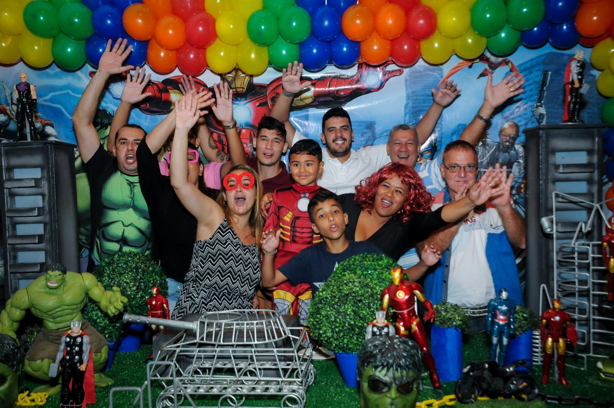 final de festa na festa infantil,aniversário de eduardo 5 ano, buffet fábrica da alegria,osasco,sp,tema da mesa os vingadores