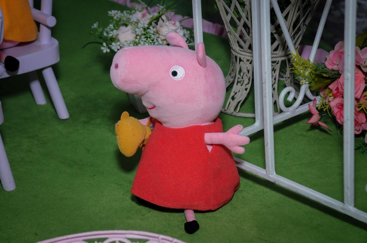mesa decorada Buffet Fantastic World, Morumbi, SP, festa de aniversario de Isabela 2 anos, tema da festa Pepa Pig