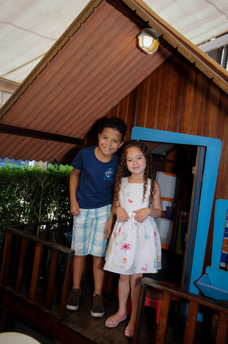 amigas se divertem na casa de boneca no Buffet Fantastic World, Morumbi, SP, festa de aniversario de Isabela 2 anos, tema da festa Pepa Pig