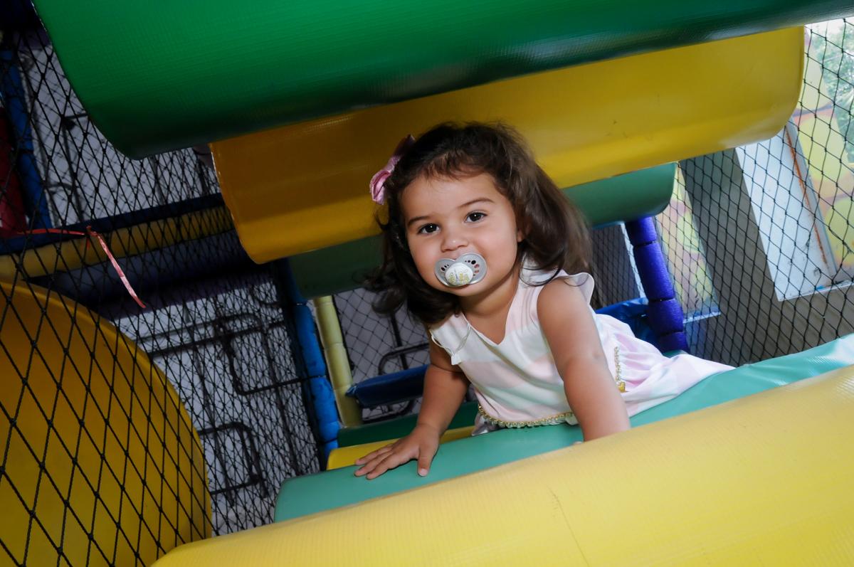 aniversariante brinca no brinquedao no Buffet Fantastic World, Morumbi, SP, festa de aniversario de Isabela 2 anos, tema da festa Pepa Pig