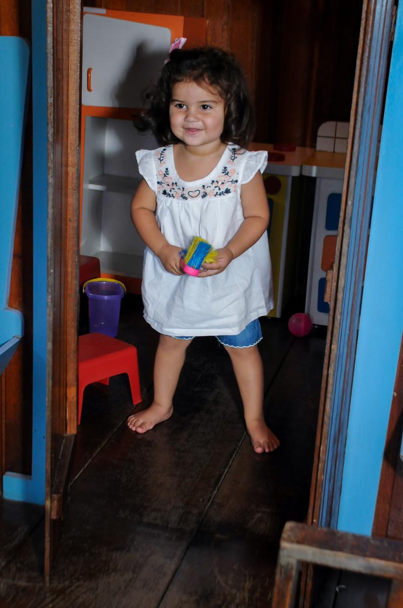 bagunca na casinha de boneca no Buffet Fantastic World, Morumbi, SP, festa de aniversario de Isabela 2 anos, tema da festa Pepa Pig