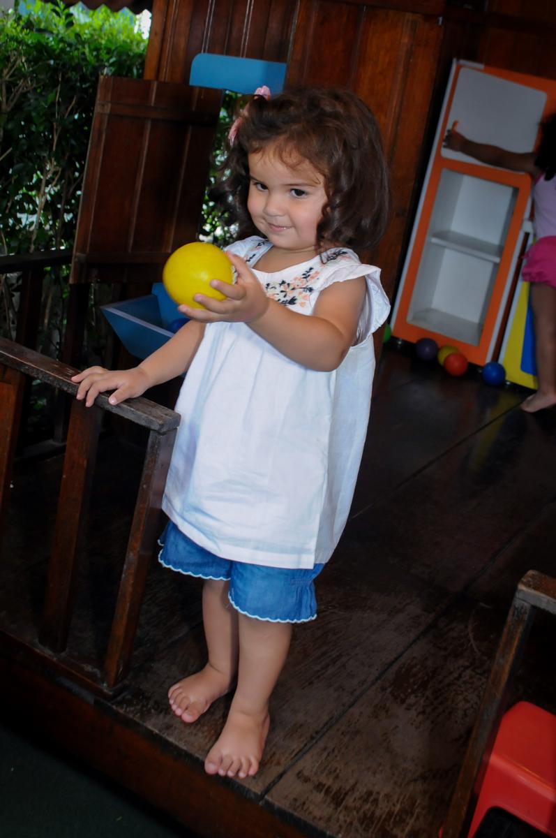 a casinha de boneca e uma bela atracao no Buffet Fantastic World, Morumbi, SP, festa de aniversario de Isabela 2 anos, tema da festa Pepa Pig