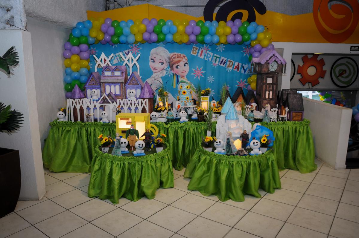 mesa decorada Buffet Fabrica da Alegria, Osaco, SP aniversario infantil, Natalia 4 anos, tema da festa Frozen