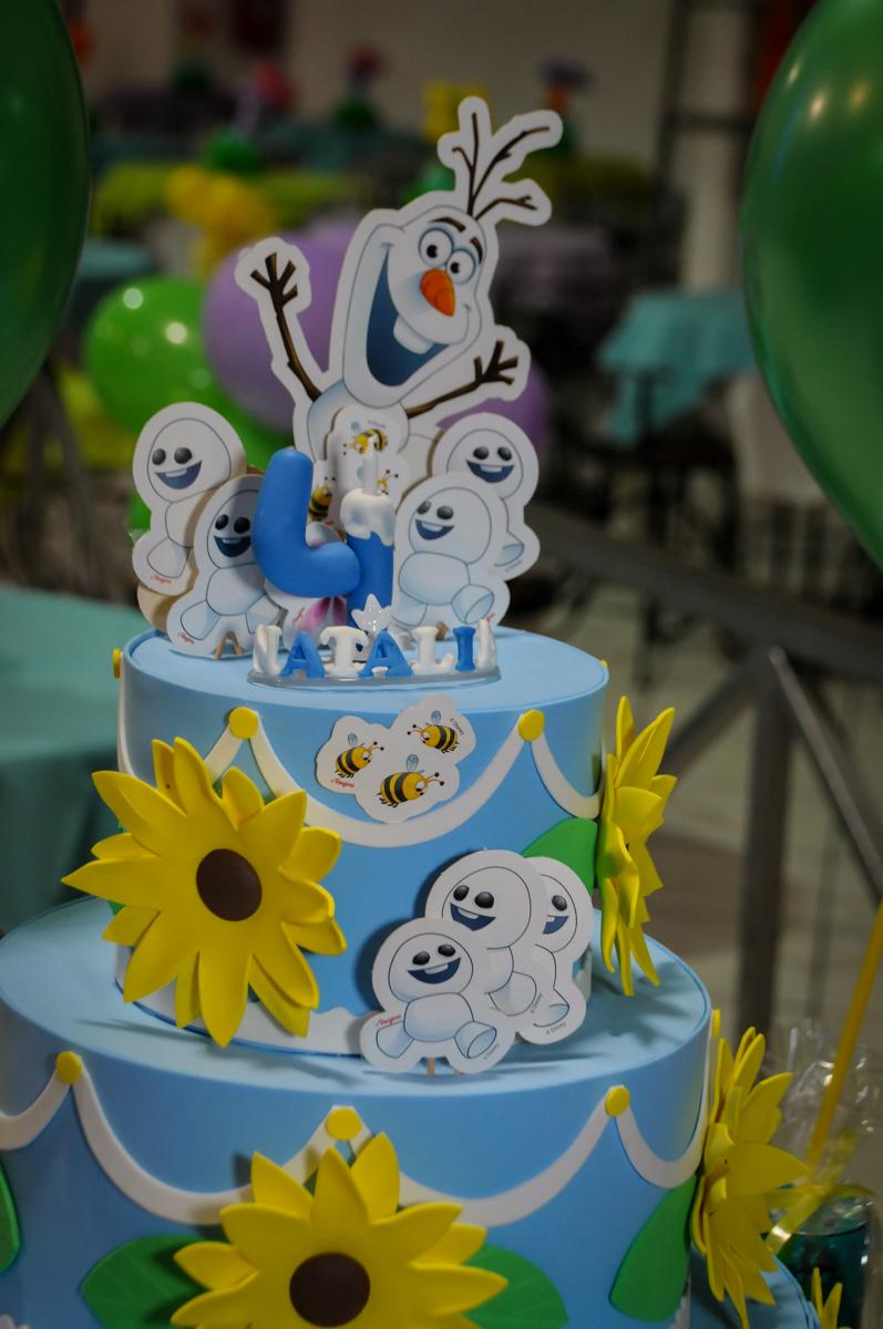 bolo decorado no Buffet Fabrica da Alegria, Osaco, SP aniversario infantil, Natalia 4 anos, tema da festa Frozen