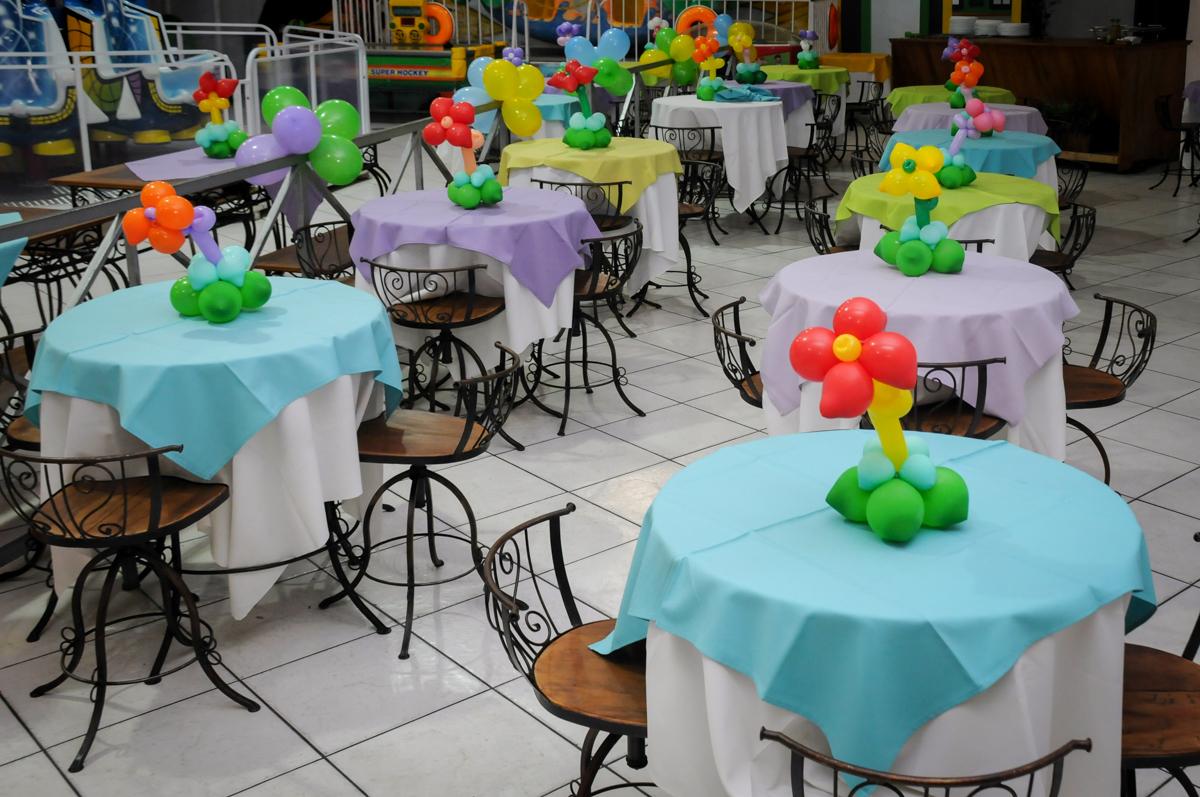 decoracao das mesas no Buffet Fabrica da Alegria, Osaco, SP aniversario infantil, Natalia 4 anos, tema da festa Frozen