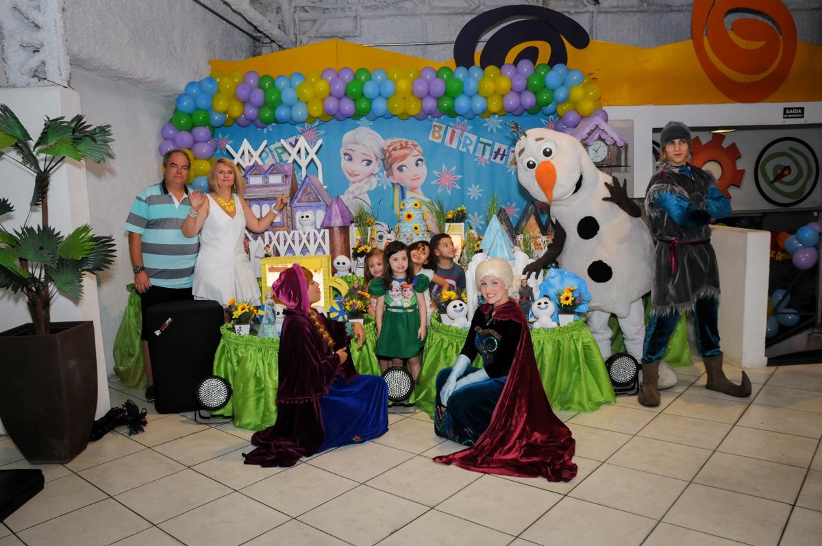 chegada dos personagem do show da Frozen no Buffet Fabrica da Alegria, Osaco, SP aniversario infantil, Natalia 4 anos, tema da festa Frozen