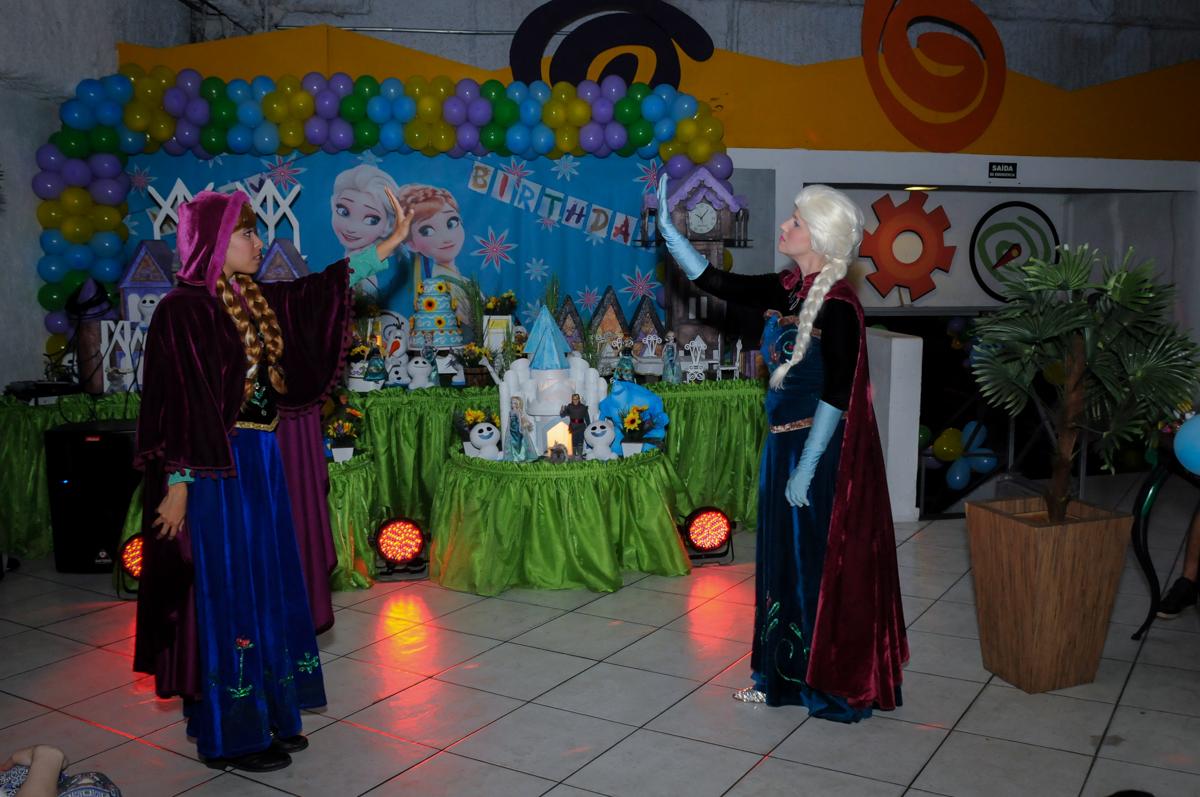 vai comecar o show da frozen no Buffet Fabrica da Alegria, Osaco, SP aniversario infantil, Natalia 4 anos, tema da festa Frozen