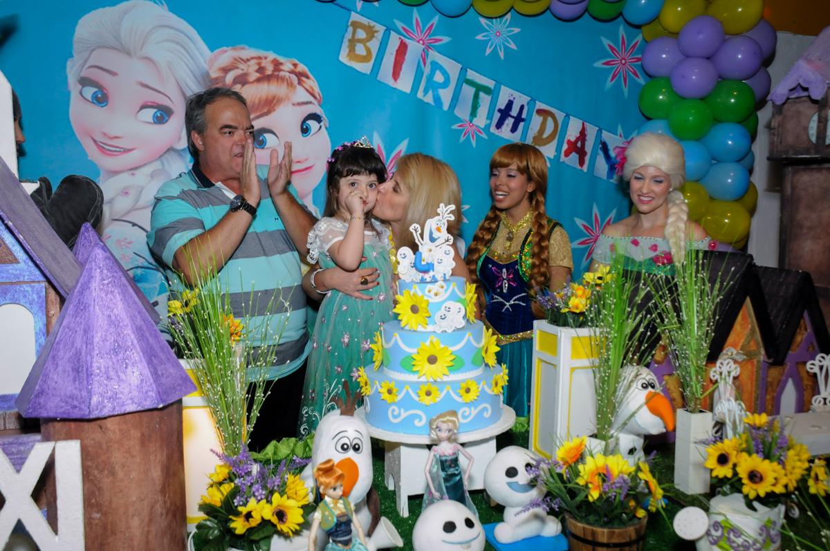 final da festa no Buffet Fabrica da Alegria, Osaco, SP aniversario infantil, Natalia 4 anos, tema da festa Frozen