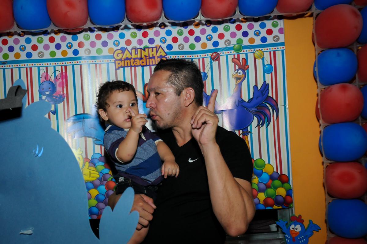 aniversariante treinando 1 aninho na Festa Infantil, no condominio Osaco, SP, tema Galinha Pintadinha, Pietro 1 aninho