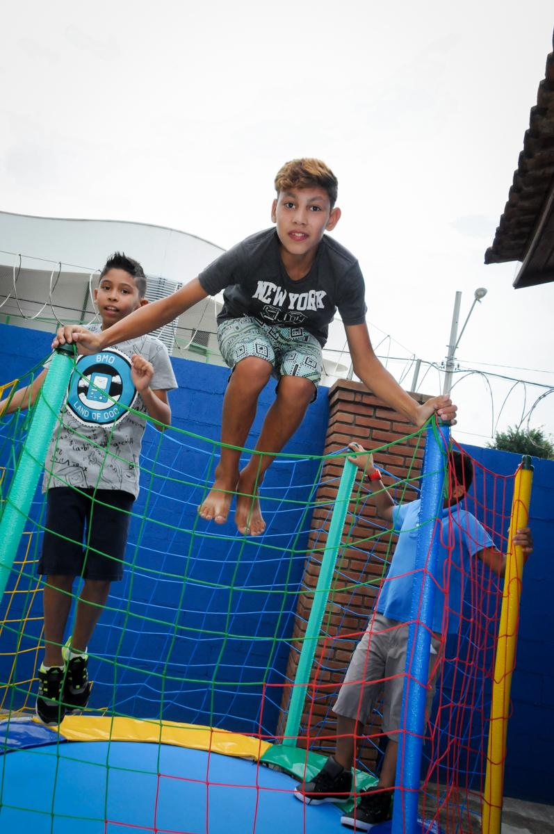 o pula pula e diversao certa na Festa Infantil, no condominio Osaco, SP, tema Galinha Pintadinha, Pietro 1 aninho