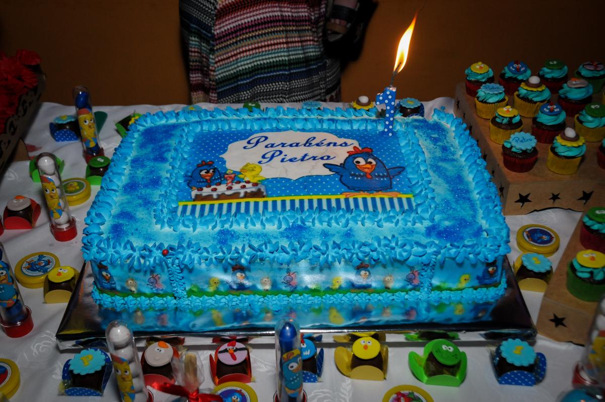 bolo de aniversario galinha pintadinha na Festa Infantil, no condominio Osaco, SP, tema Galinha Pintadinha, Pietro 1 aninho