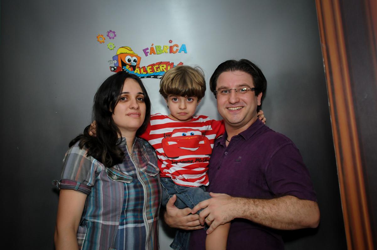 Saída da máquina do parabéns no Buffet Fábrica da Alegria, Morumbi, SP. festa infantil, Samuel 4 anos, tema Carros