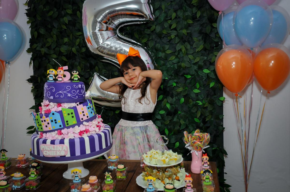 foto da aniversariante na Festa infantil Paulina Chieko 5 anos, condomínio Saúde, São Paulo, SP, tema da festa meninas super poderosas