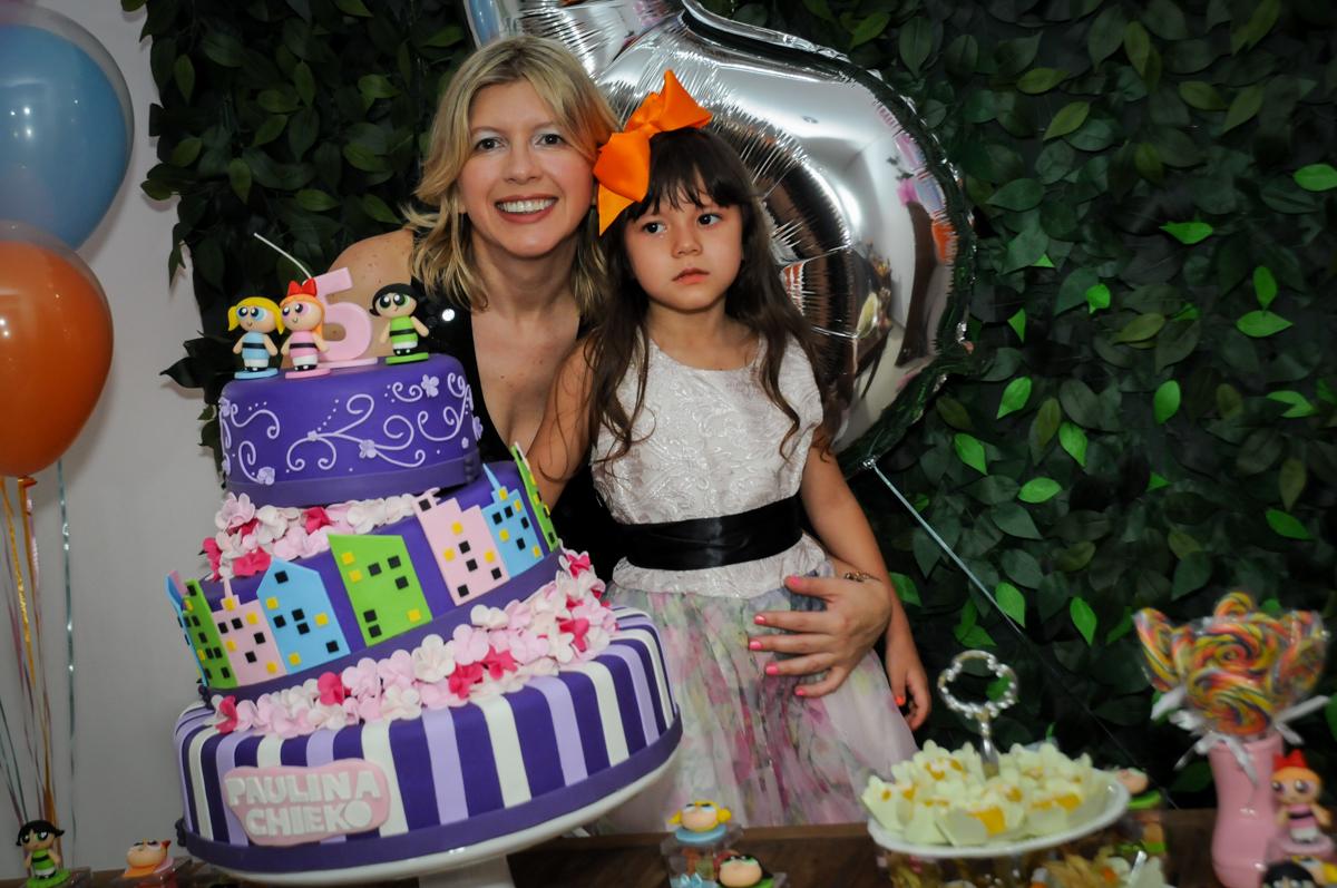 mais fotografia na mesa decorada na Festa infantil Paulina Chieko 5 anos, condomínio Saúde, São Paulo, SP, tema da festa meninas super poderosas