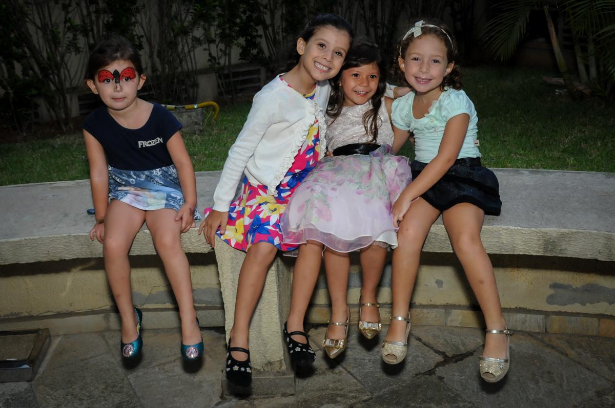 muita bagunça na Festa infantil Paulina Chieko 5 anos, condomínio Saúde, São Paulo, SP, tema da festa meninas super poderosas