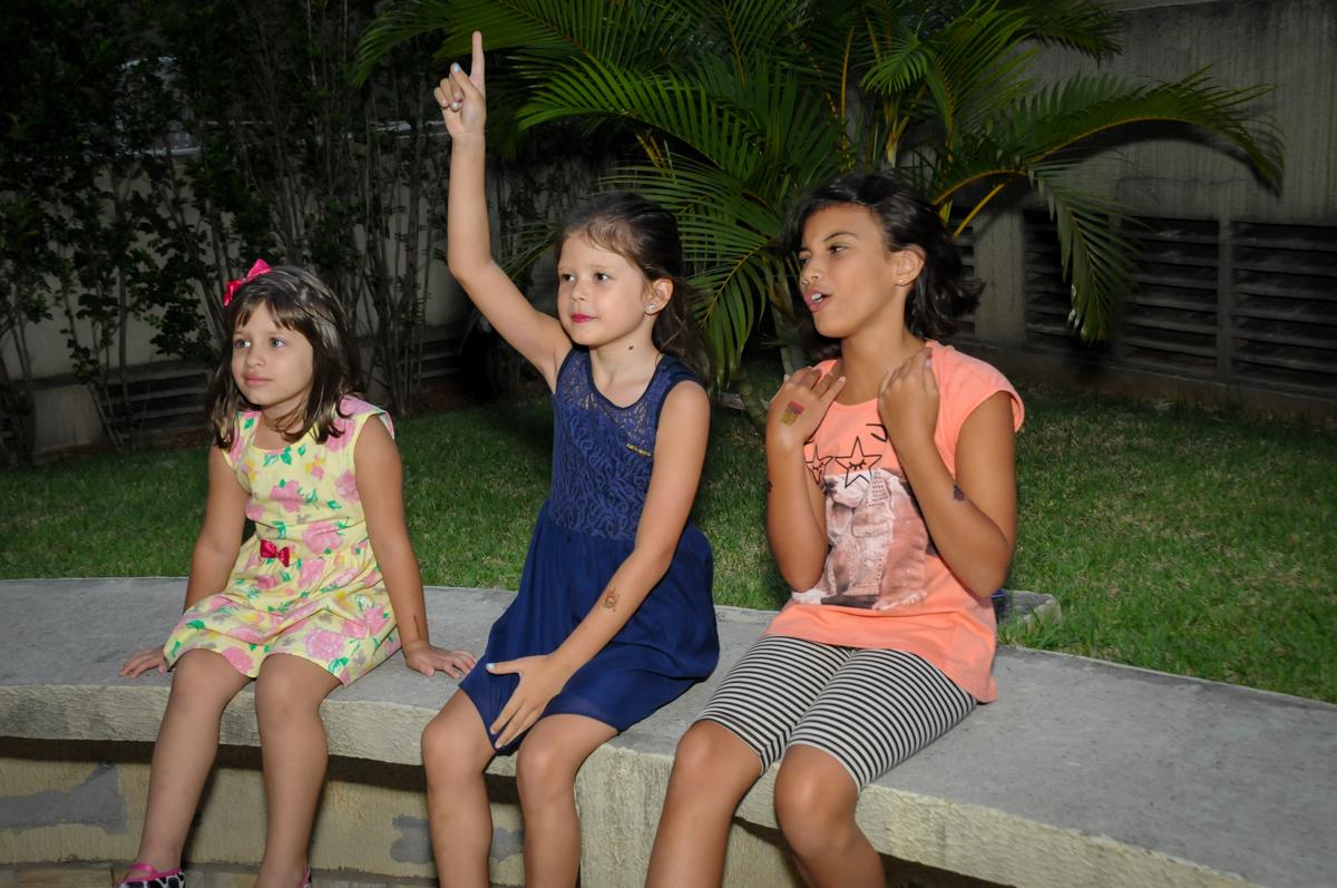 vai começar as brincadeiras na Festa infantil Paulina Chieko 5 anos, condomínio Saúde, São Paulo, SP, tema da festa meninas super poderosas