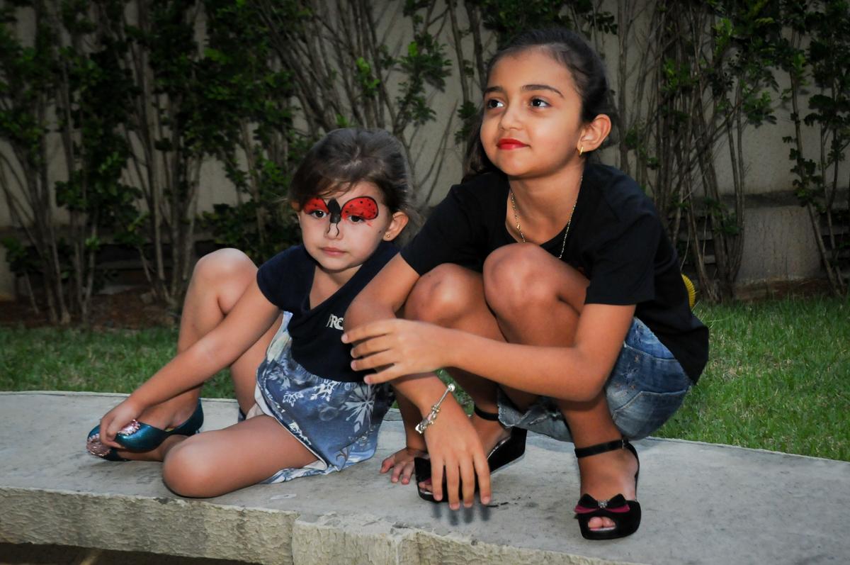 todos brincam na Festa infantil Paulina Chieko 5 anos, condomínio Saúde, São Paulo, SP, tema da festa meninas super poderosas