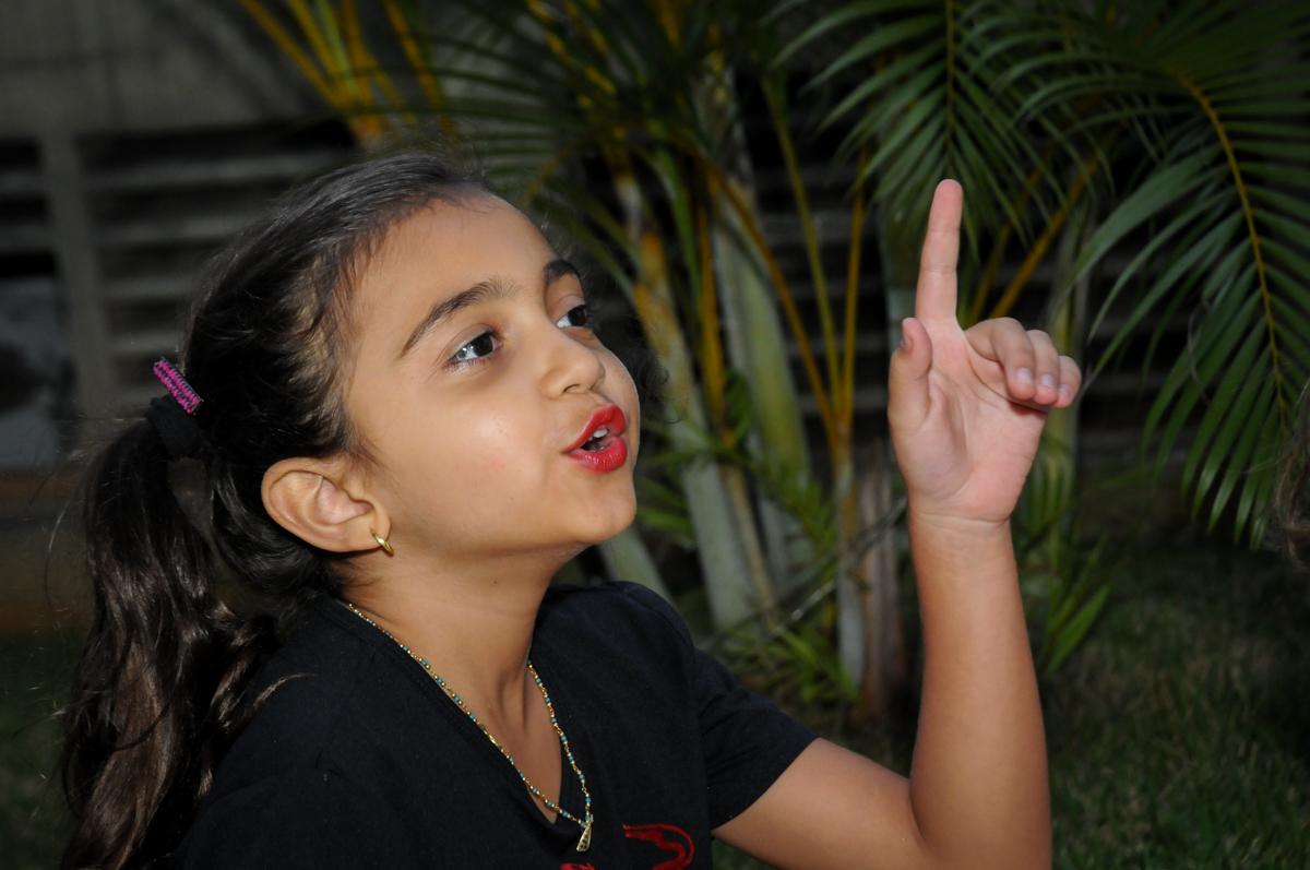 participação das crianças nas brincadeiras na Festa infantil Paulina Chieko 5 anos, condomínio Saúde, São Paulo, SP, tema da festa meninas super poderosas