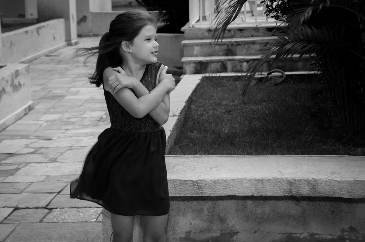 convidada tem frio na Festa infantil Paulina Chieko 5 anos, condomínio Saúde, São Paulo, SP, tema da festa meninas super poderosas
