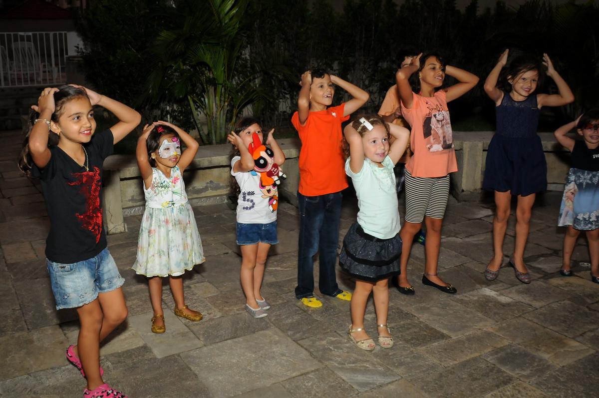 morto e vivo a brincadeira continua na Festa infantil Paulina Chieko 5 anos, condomínio Saúde, São Paulo, SP, tema da festa meninas super poderosas