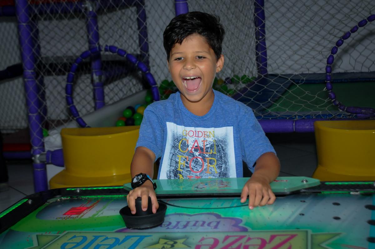 mais comemoração de gol no Buffet Zezé e Lelé, Butantã, SP, aniversário de Pedro 6 anos e Giovana 4 anos, tema da mesa Detetives do Prédio Prédio Azul