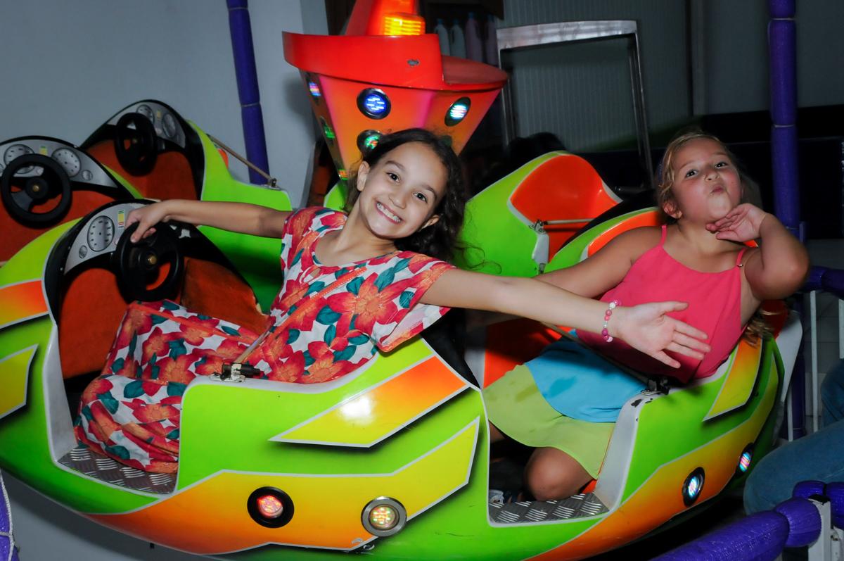 brincadeiras animadas no Buffet Zezé e Lelé, Butantã, SP, aniversário de Pedro 6 anos e Giovana 4 anos, tema da mesa Detetives do Prédio Prédio Azul