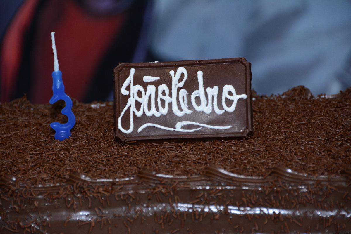 bolo de aniversário no Buffet Fábrica da Alegria Morumbi, São Paulo, tema da festa Super Heróis, João Pedro 3 anos