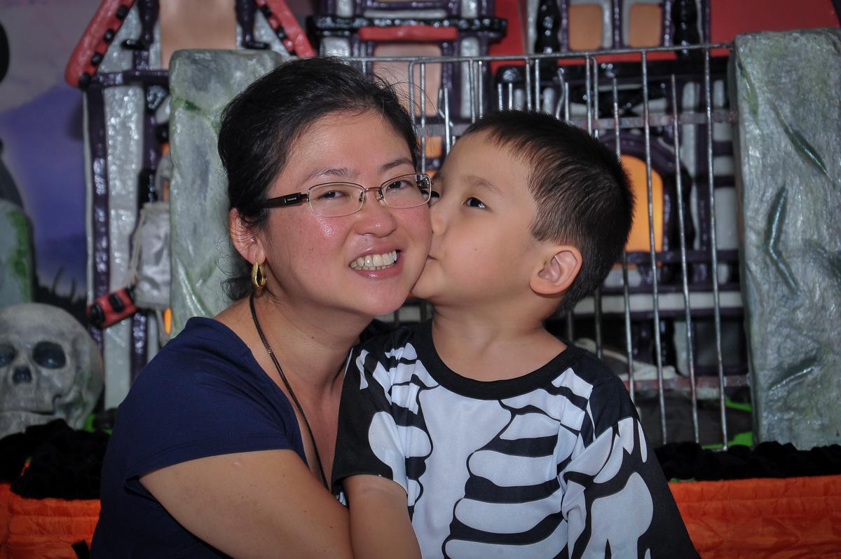 beijinho gostoso na mamãe no Buffet Megauê, Moema, SP, festa de aniversário infantil de Eduardo 5 anos, tema da festa Weloween