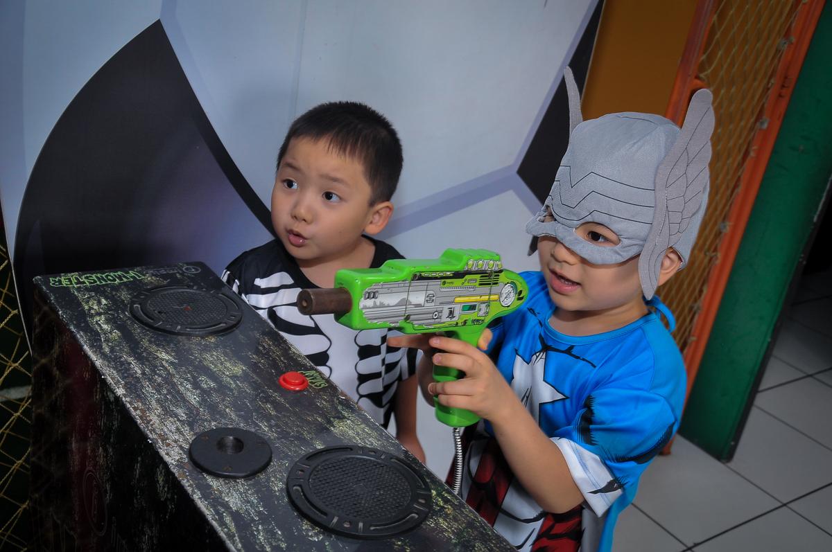 jogos de Game no Buffet Megauê, Moema, SP, festa de aniversário infantil de Eduardo 5 anos, tema da festa Weloween