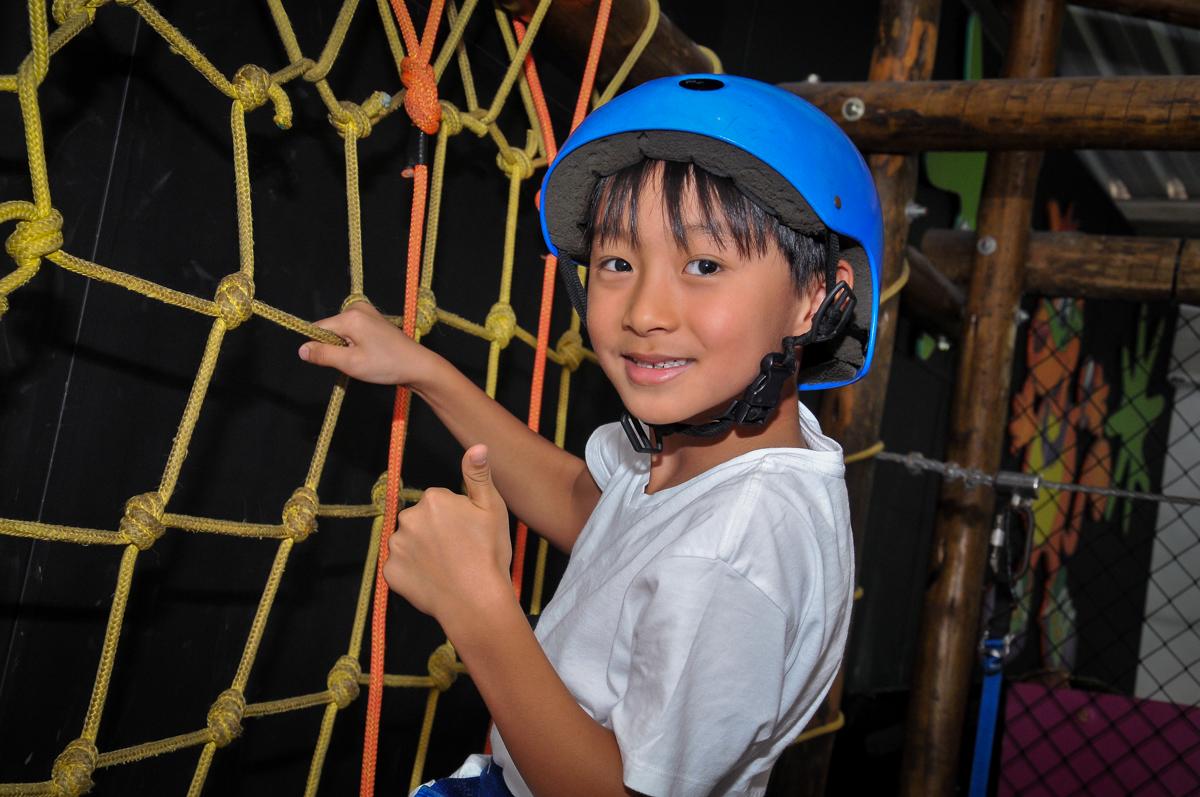 arvorismo é uma das brincadeiras preferidas no Buffet Megauê, Moema, SP, festa de aniversário infantil de Eduardo 5 anos, tema da festa Weloween