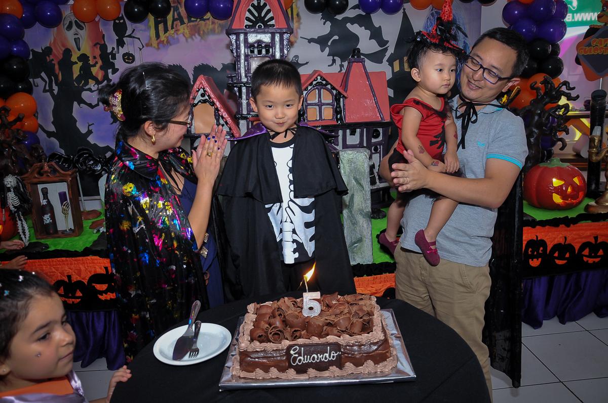 Hora de cantar o parabéns no Buffet Megauê, Moema, SP, festa de aniversário infantil de Eduardo 5 anos, tema da festa Weloween