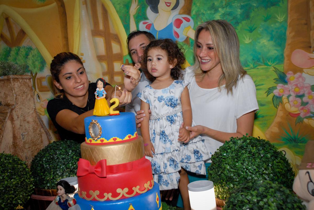 chegou a hora do parabéns no Buffet Viva Viva Vida, Bonfiglioli, Butantã, SP, festa infantil, niversário de Lívia 2 aninhos, tema da festa Branca de Neve