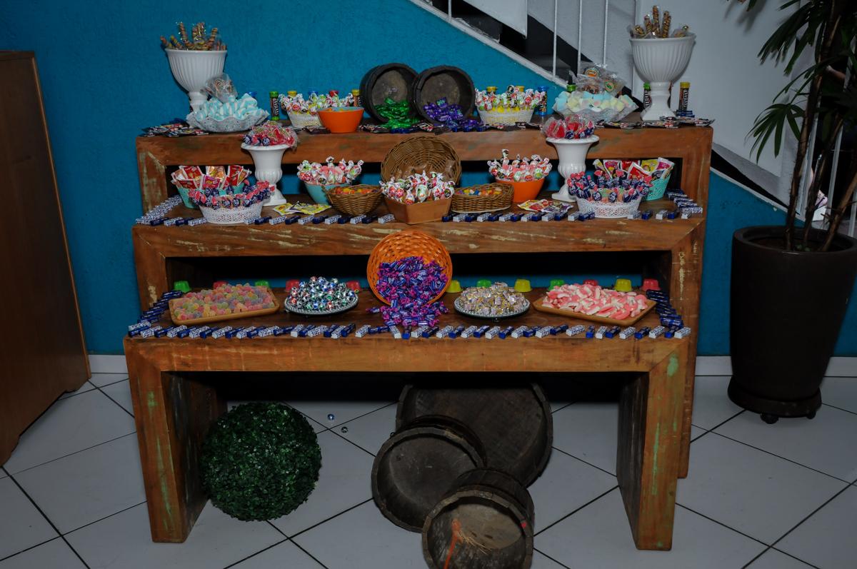 mesa de guloseimas no Buffet Fábrica da Alegria Morumbi, fotografia infantil da festa de aniversário de Arthur Henrique 4 anos tema os vingadores