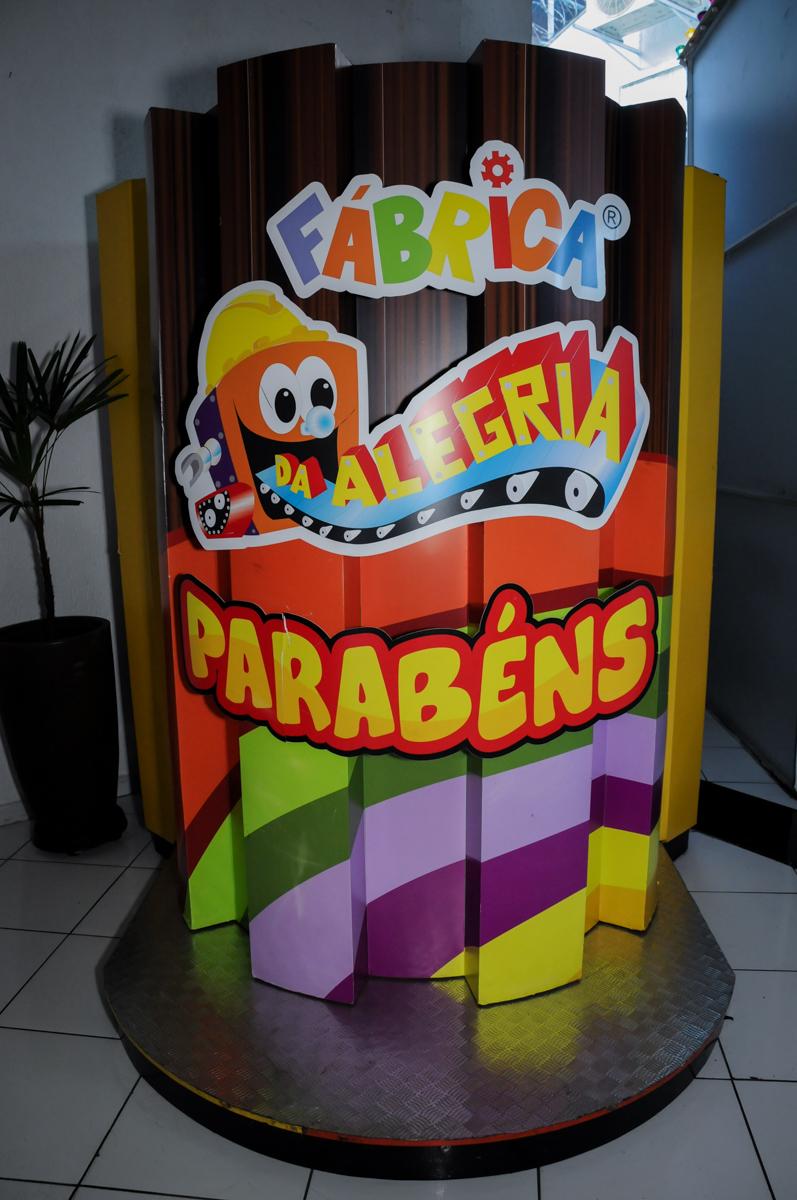 máquina do parabéns no Buffet Fábrica da Alegria Morumbi, fotografia infantil da festa de aniversário de Arthur Henrique 4 anos tema os vingadores