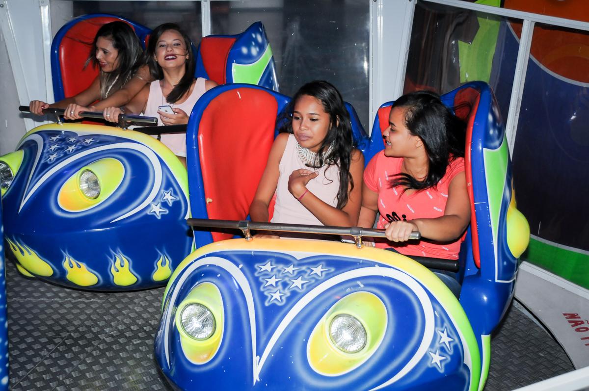 As crianças também brincam no jornada nas estrelas no Buffet Fábrica da Alegria Morumbi, fotografia infantil da festa de aniversário de Arthur Henrique 4 anos tema os vingadores