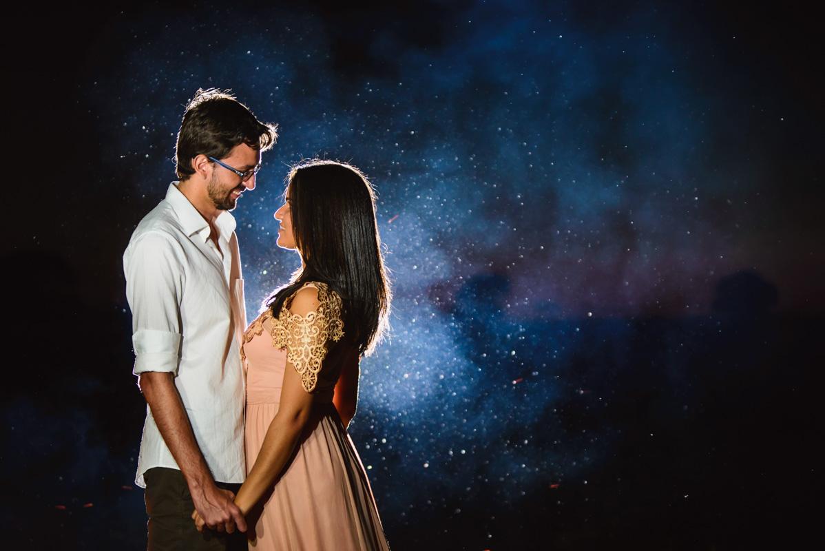 tudo ao nosso redor transburda o amor no ensaio pre casamento