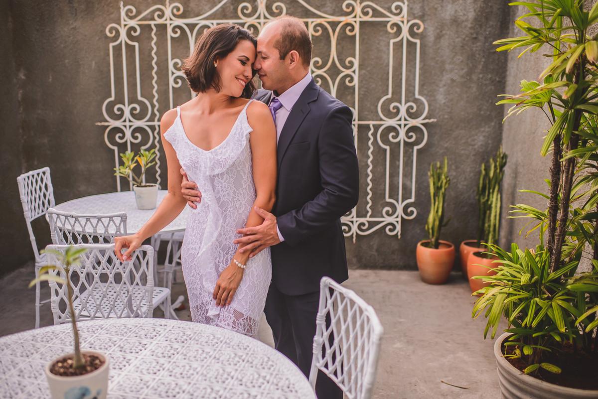 recebendo sua amada na recepção de casamento