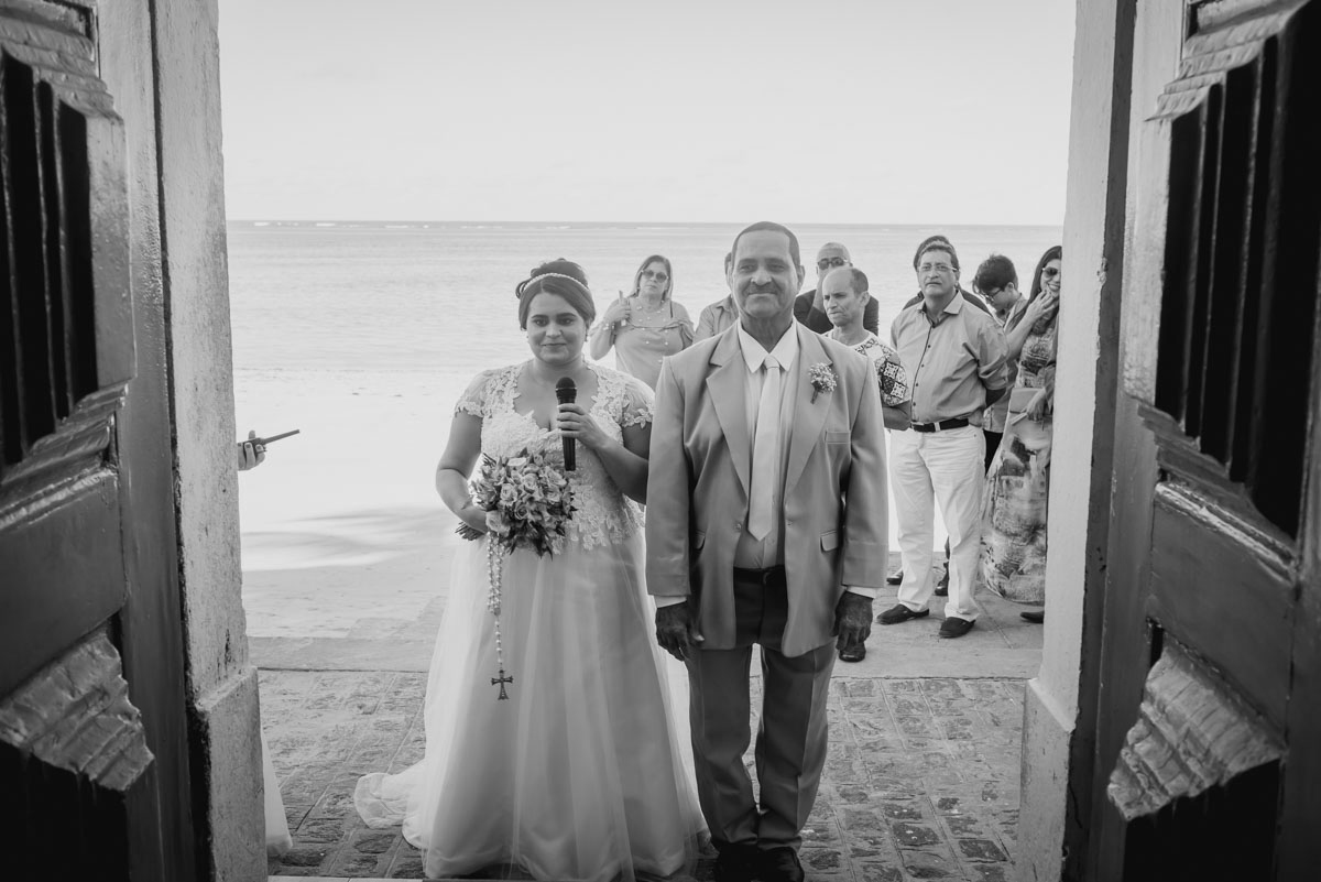 a noiva Juliana fazhomenagem para o noivo