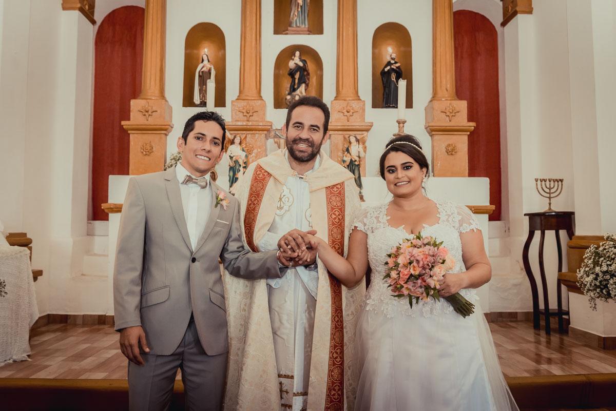 foto com o padre na igreja