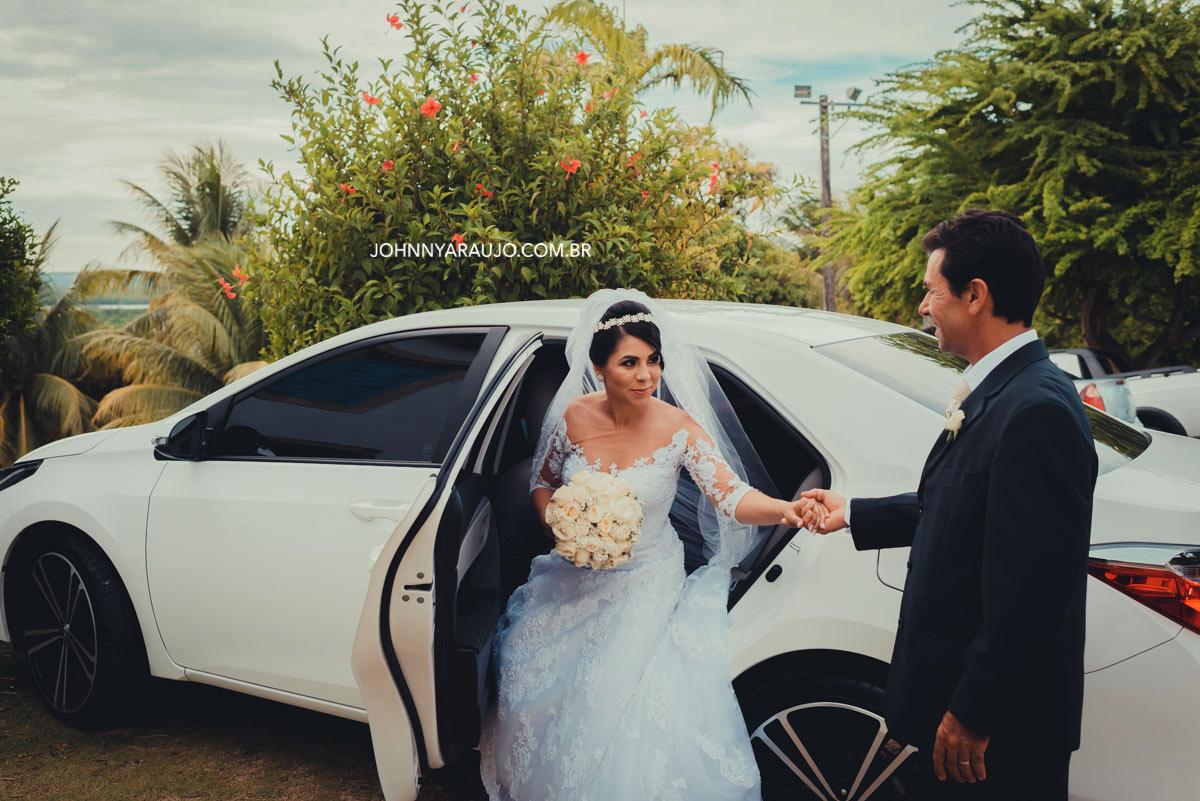 pai entrega mão de sua filha em casamento