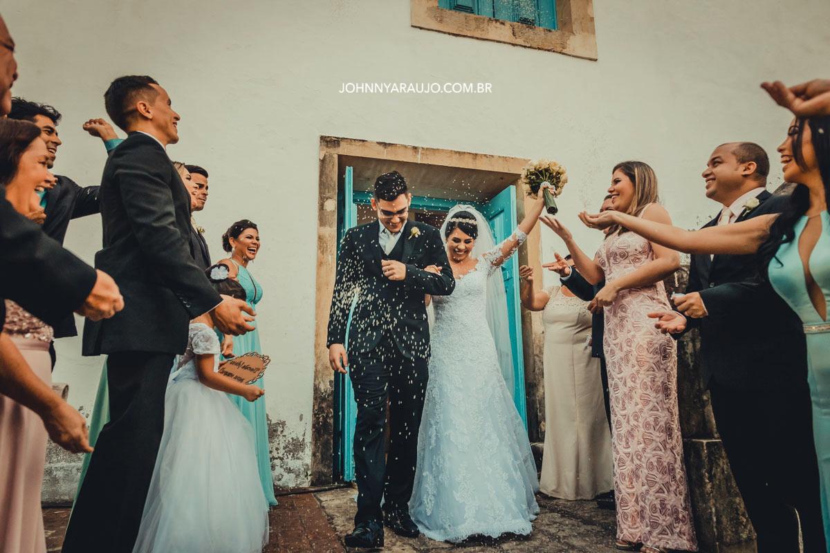 chuva de arroz em fim casados