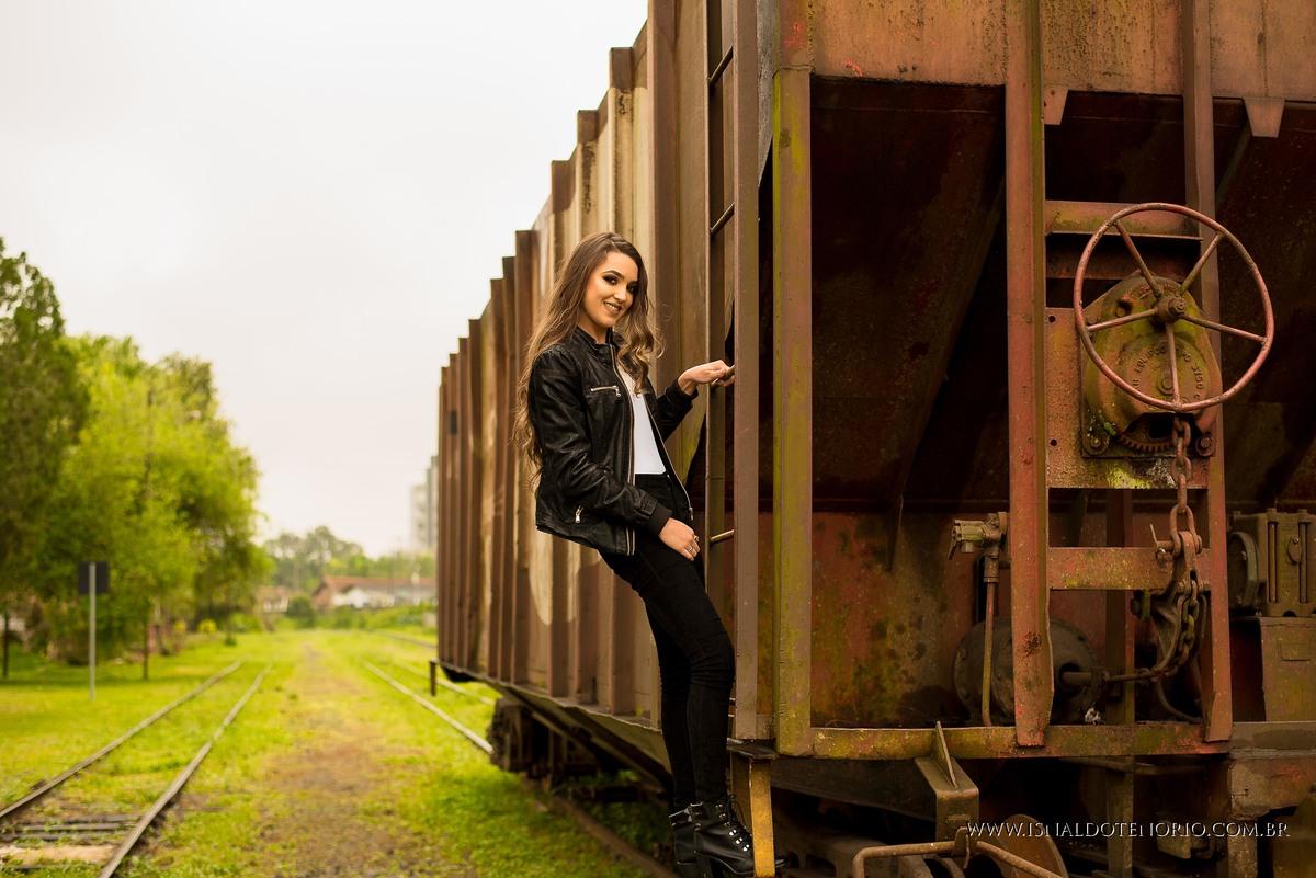 Ensaio feminino na estação ferroviaria de joinville, moda, fotografo de joinville