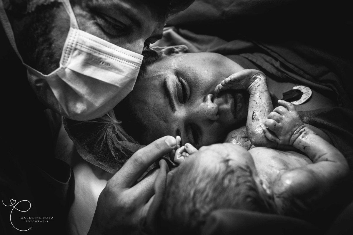 Imagem capa - E o coração explodiu de amor... por CAROLINE ROSA