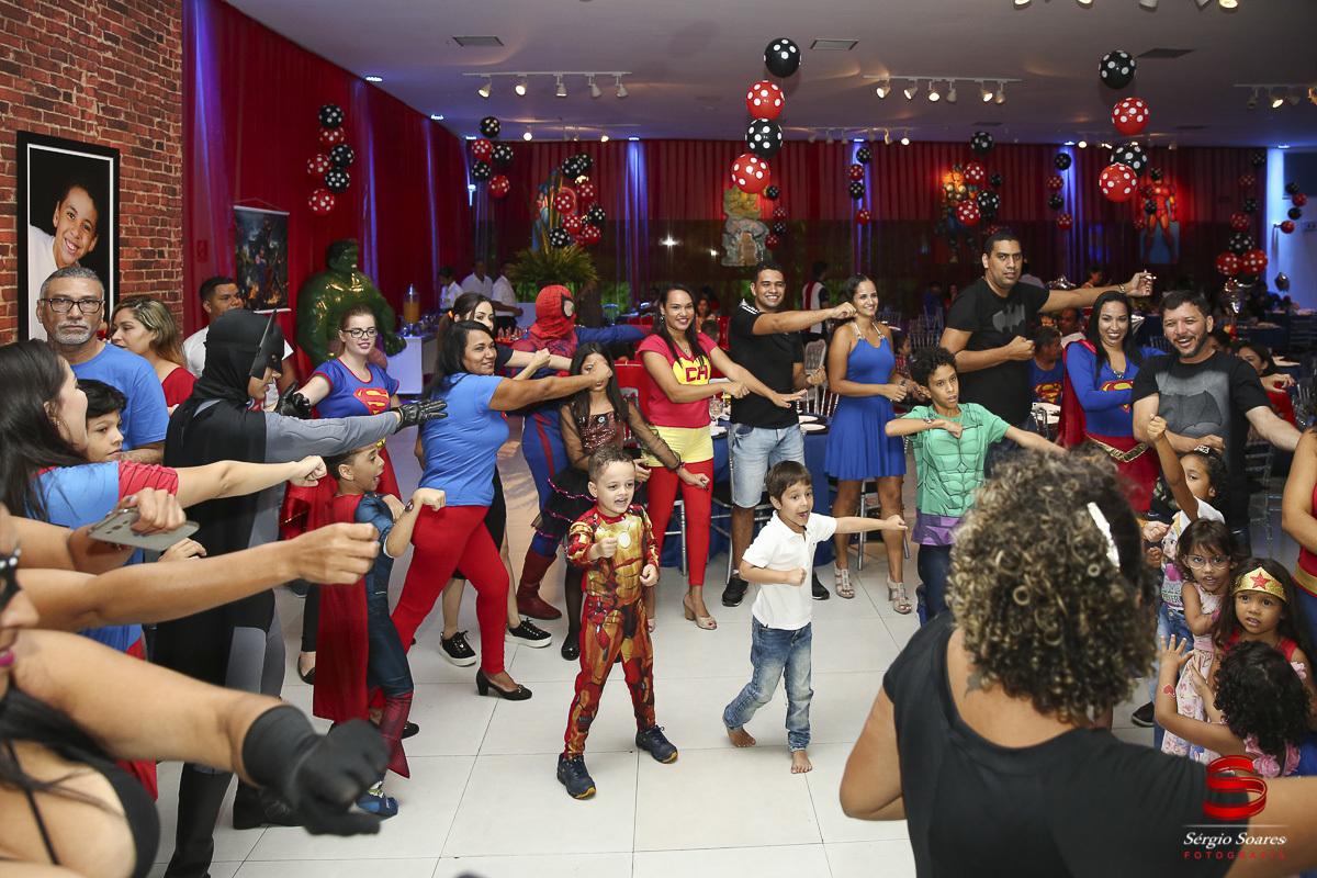 fotografia-fotografo-fotos-cuiaba-mt-sergio-soares-aniversario-marvel-dc-liga-da-justica-batman-homem-aranha-super-homem-flash-vingadores-aniversario-enzo-alpha-kids